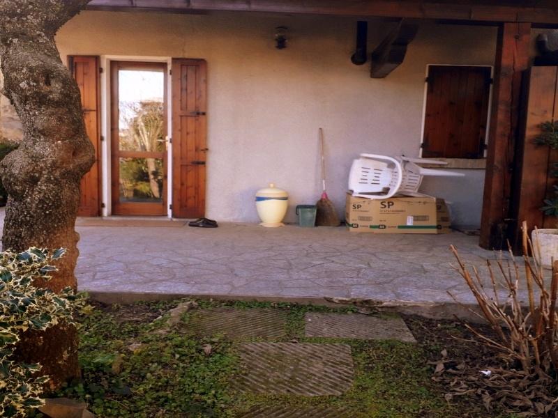 Rustico Ristrutturato con Giardino e Terreno