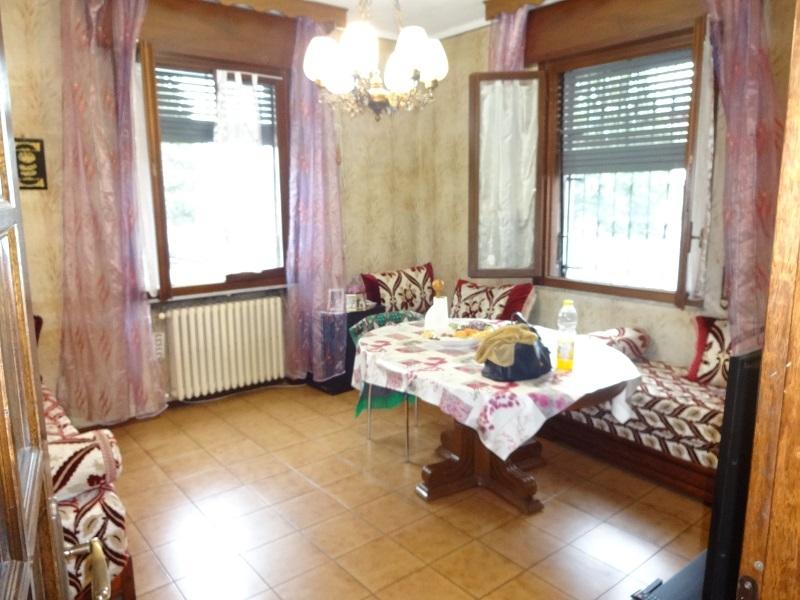 Fidenza Appartamento con tre camere e ampio Garage