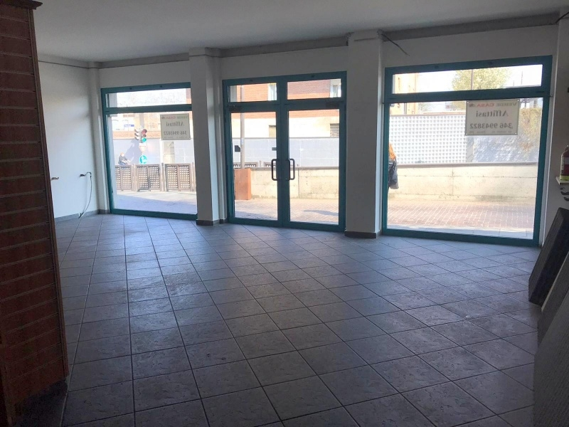 Negozio 3 vetrine in Area Stazione